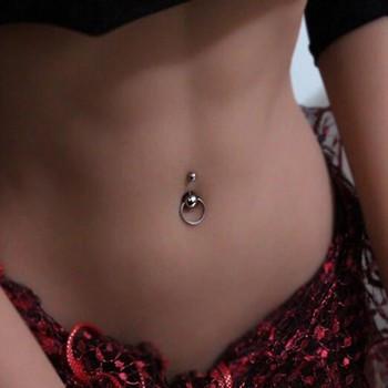 Piercing nombril gothique