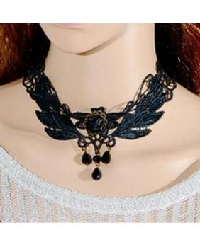 Collier brodé gothique noir