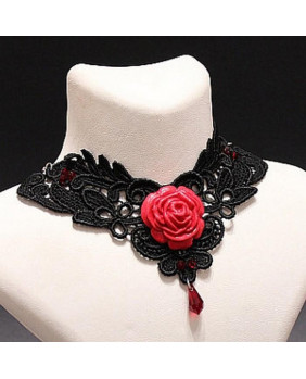 Collier gothique rose rouge