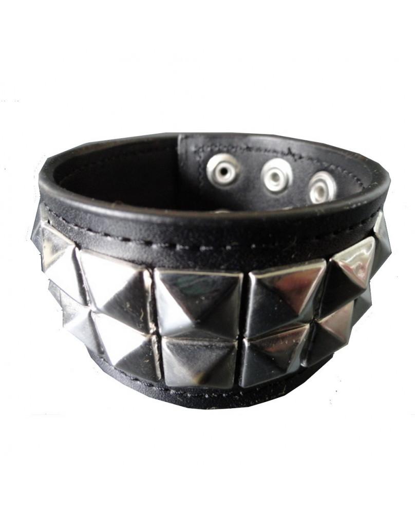Bracelet en cuir avec studs